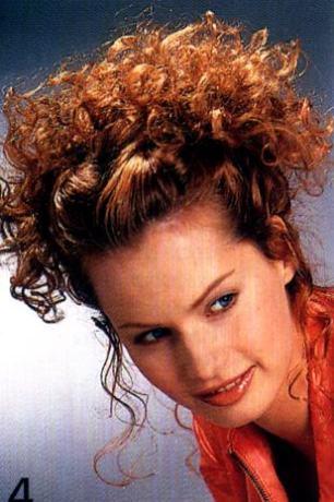 Длинная волнистая причёска