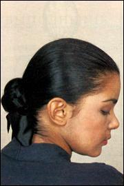 Коса, уложенная восьмеркой