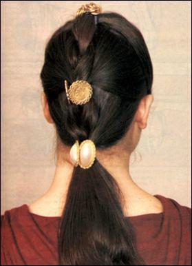 Коса с тремя заколками